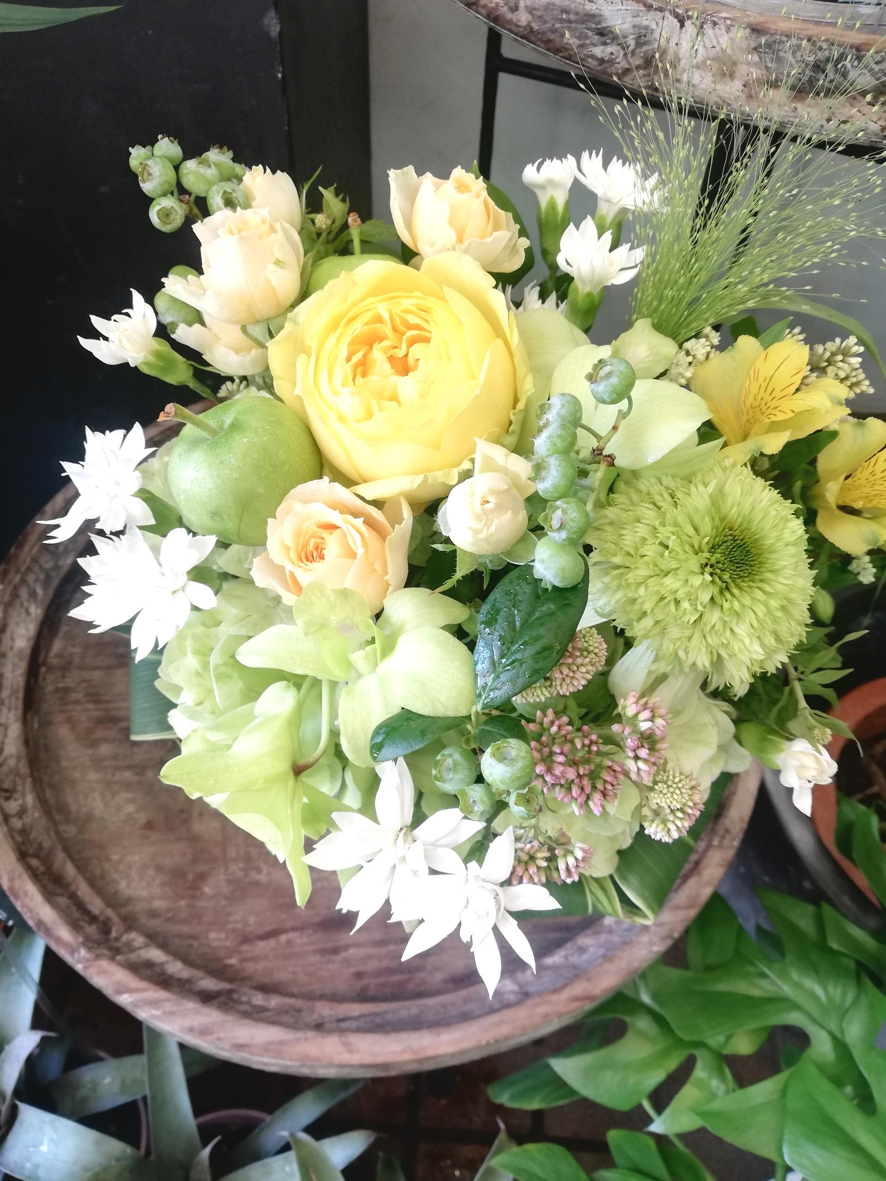 大切な家族であるペットのお悔やみで捧げるお花