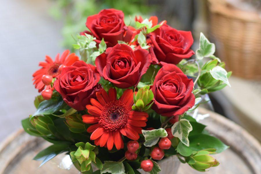 赤 お誕生日 アレンジメント オシャレ バラ 素敵 北千住 花屋 ハナユエ