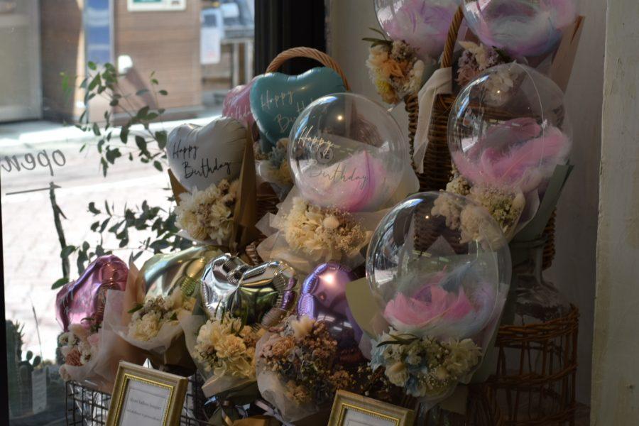 バルーン バルーンギフト 誕生日 卓上 結婚祝い 開店祝い 周年祝い 等にオススメ! 記念日や結婚祝い、開店祝に人気の商品です。